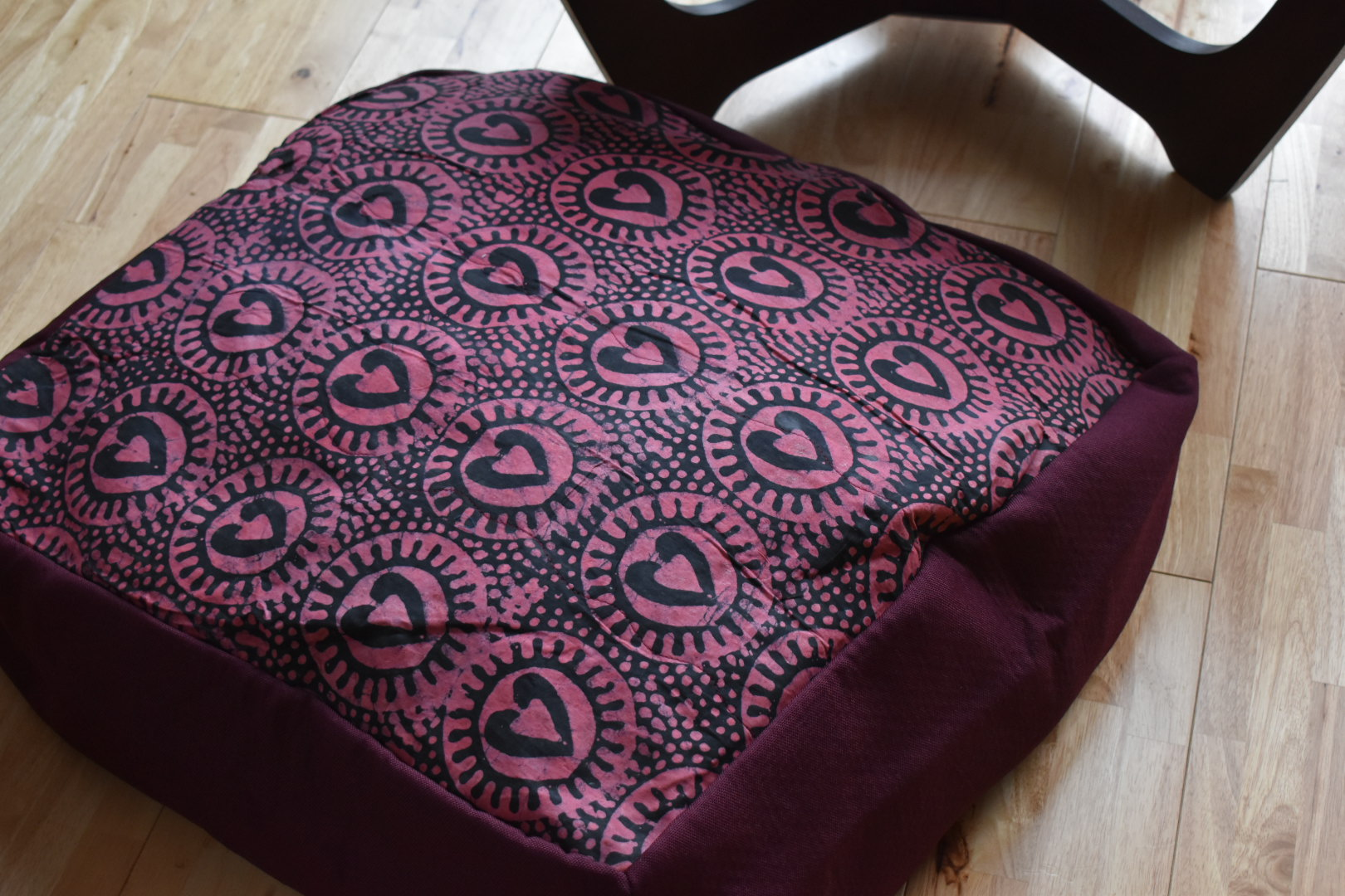 Large adire floor cushion - Plum hearts